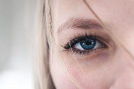 アイシャドウ選びの新常識!瞳の色に合わせて自然なデカ目を叶えよう